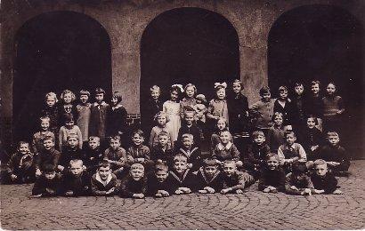 Klassenfoto_1925_Copyright_Wuestenfeld_Verlag