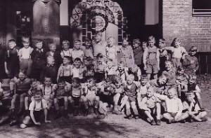 Klassenfoto_1940_Copyright_Wuestenfeld_Verlag