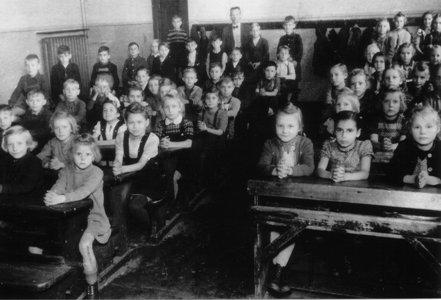 Klassenfoto_3_4_Schuljahr_1949-50_Copyright_Marlies_Schmidt