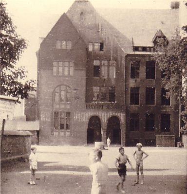 Schule_um_1910_Copyright_Wuestenfeld_Verlag