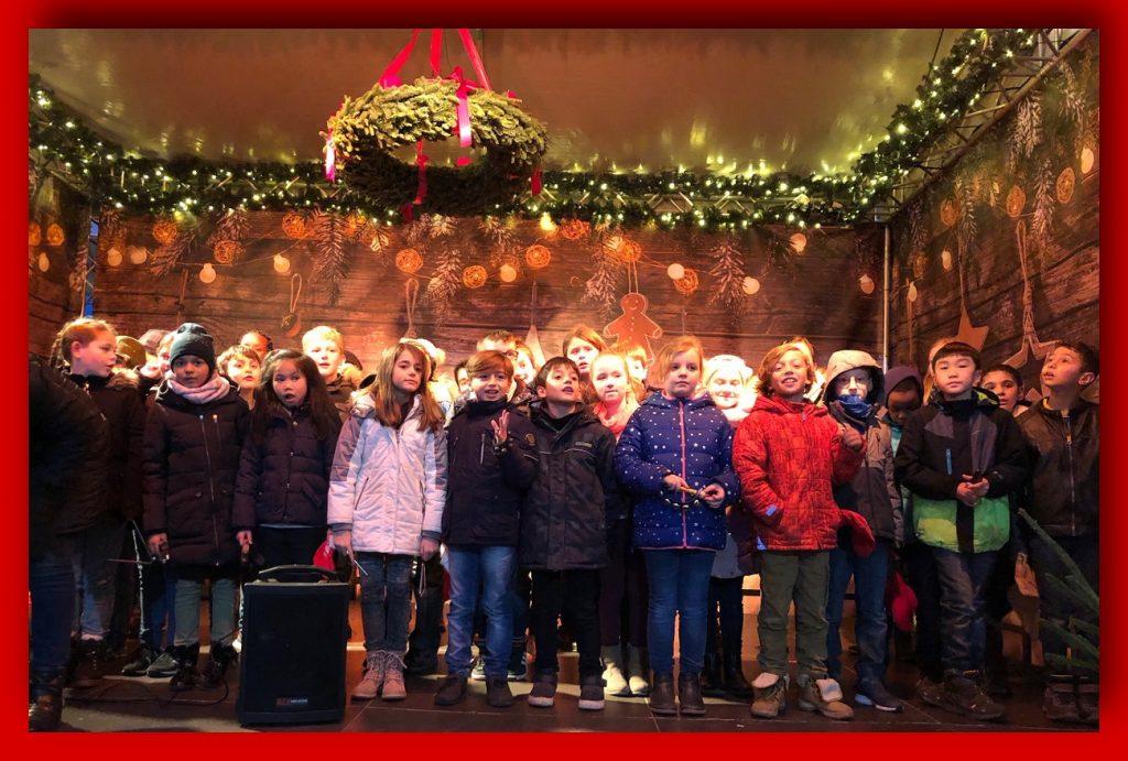 Der Chor auf dem Weihnachtsmarkt